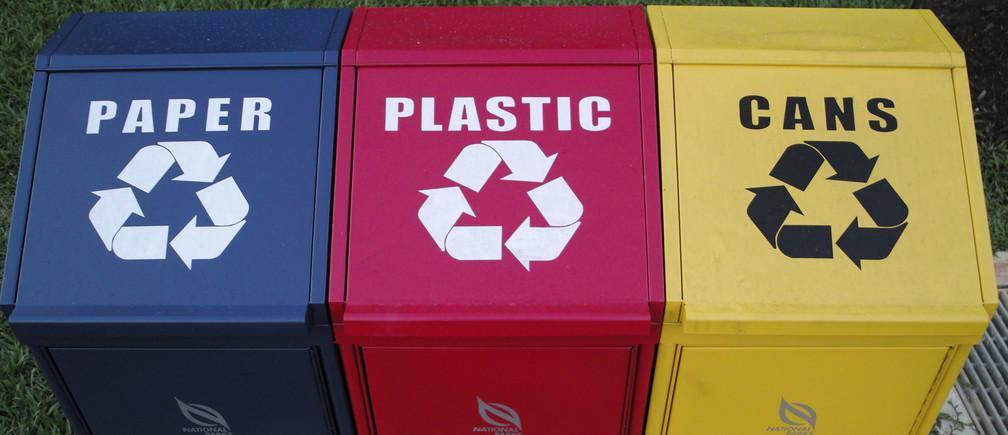 Phân loại rác là hoạt động quan trọng trong nền kinh tế tuần hoàn | Ảnh: Reuters