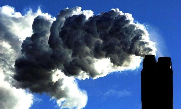 Khí thải từ một nhà máy nhiệt điện than - Ảnh: Guardian