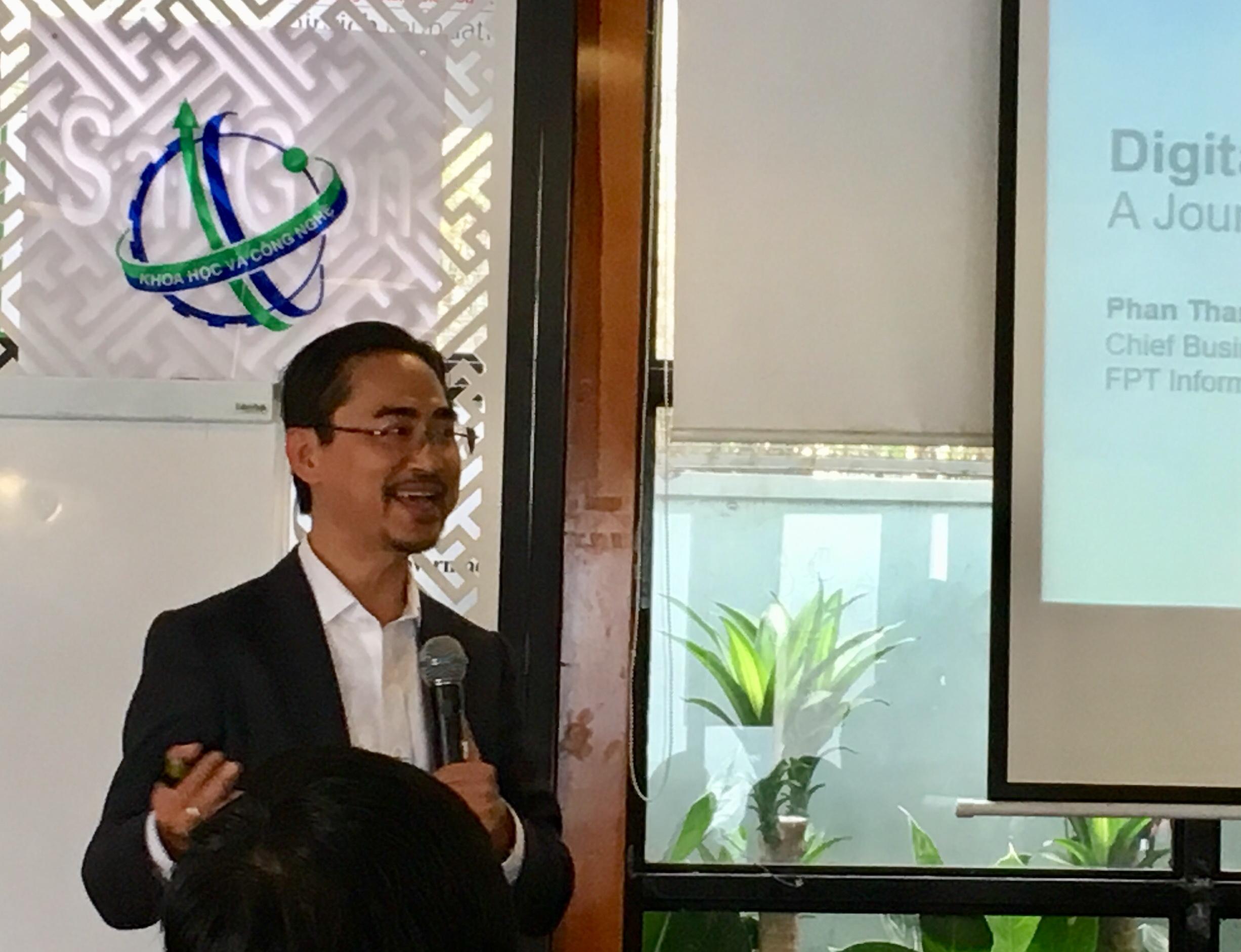 Diễn giả Phan Thanh Sơn – Gđ Phát triển kinh doanh công ty cổ phần Hệ thống thông tin FPT. Ảnh: KH&PT