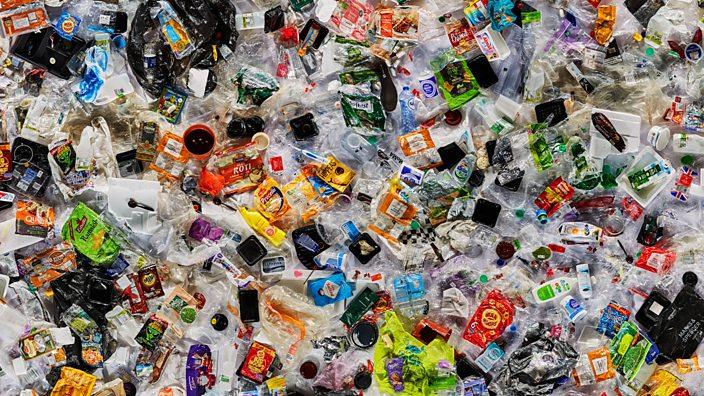 Rác thải nhựa, nhất là loại nhựa dùng một lần, được cảnh báo có thể gây ra thảm họa môi trường. Ảnh: BBC.
