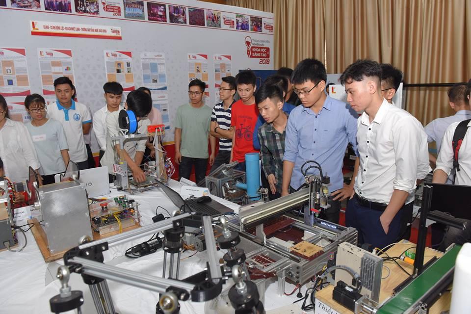 Gian hàng triển lãm của sinh viên ĐH Bách Khoa Hà Nội   Ảnh: BK Holding