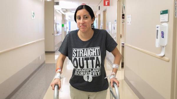 Nina Martinez hiến thận cho người lạ cũng bị nhiễm HIV. Ảnh: CNN