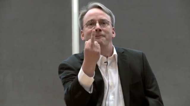 Linus Torvalds phát triển nhân (kernel) Linux khi đang là một sinh viên ngành khoa học máy tính tại Đại học Helsinki (Phần Lan) năm 1991. Ảnh: Arsh Technica.