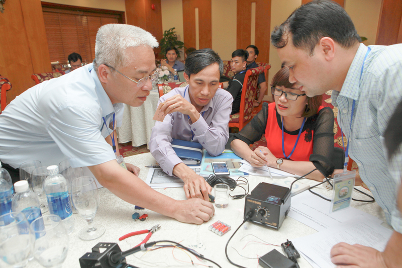 Một buổi tập huấn về giáo dục STEM cho giáo viên THPT ở Vinh, tháng 2/2019. Ảnh: clbstem.edu.vn