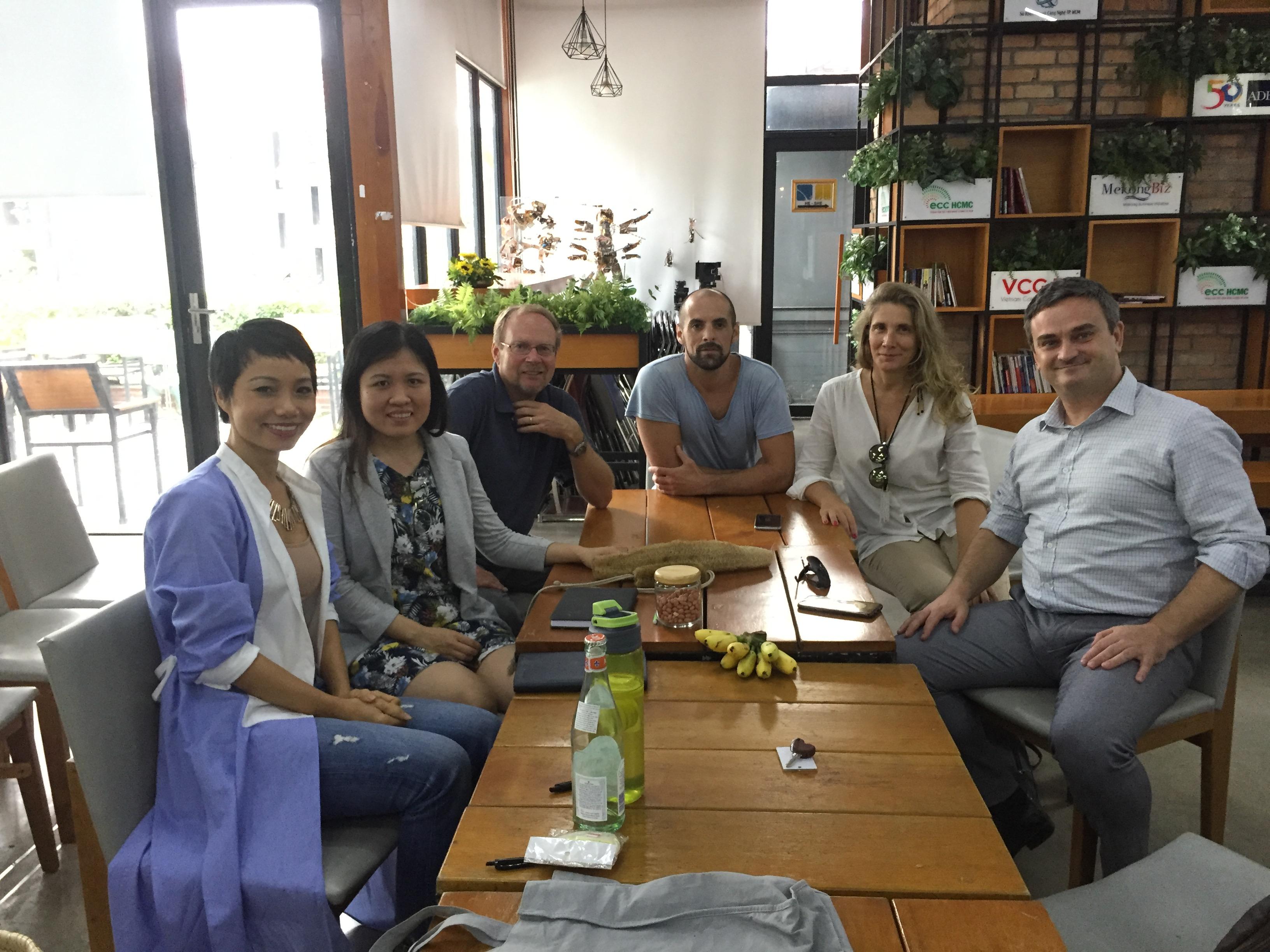 Họp nhóm các tình nguyện viên No Waste Vietnam với Đối tác ReThink Plastic Vietnam.
