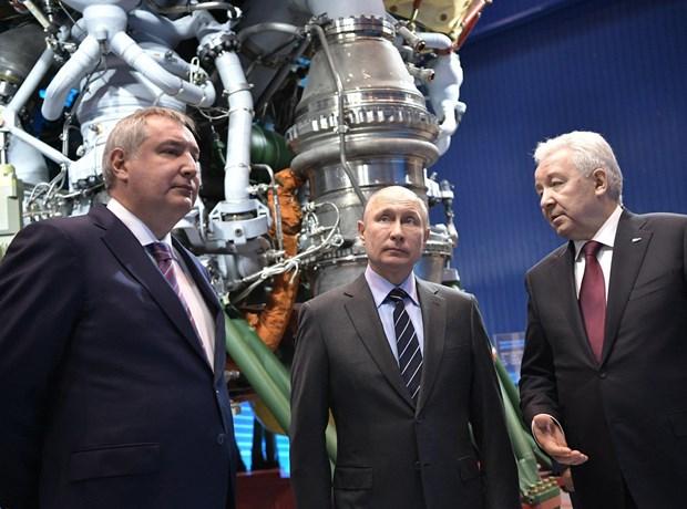 Tổng thống Nga Vladimir Putin thăm nhà máy Energomash. (Nguồn: AP)