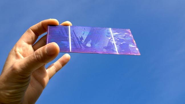 Pin Mặt trời silic có thể tăng sản sinh điện với lớp phủ vật liệu perovskite - Ảnh: ALAMY STOCK PHOTO