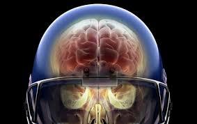 Càng nhiều chấn thương đầu dù nhẹ như ở các VĐV bóng bầu dục Mỹ thì các lớp lắng đọng protein tau trong não càng nhiều - Ảnh : Getty Images