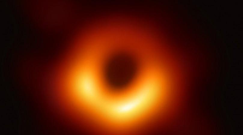 Hình ảnh của hố đen M87*. Ảnh: UPI