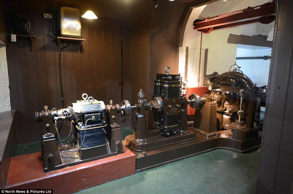 Động cơ pit-tông thủy lực mà Armstrong dùng để cấp điện cho ngôi nhà. Ảnh: Wikimedia.