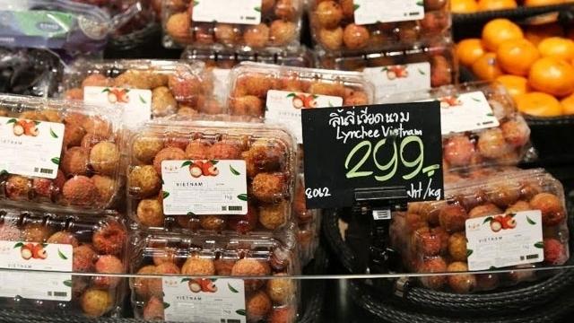 Vải thiều Lục Ngạn bày bán ở siêu thị Thái Lan