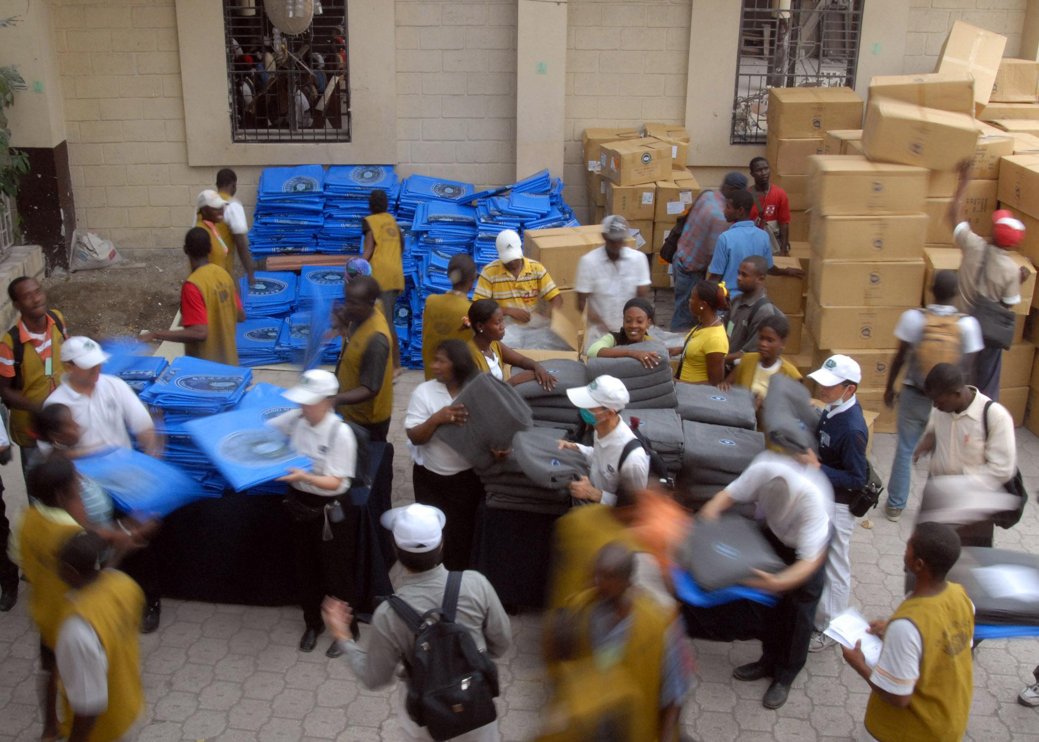 Từ Tế trong một hoạt động cứu trợ sau trận động đất ở Haiti năm 2010. Ảnh: Tzu-chi.
