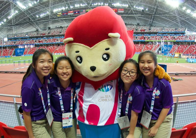Từ mascot đến trang phục của các tình nguyện viên đều mang thương hiệu SEA Games.