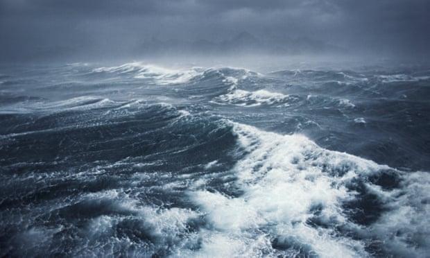 Bão mạnh hơn do tốc độ gió cao hơn và sóng cũng cao hơn trên khắp các đại dương - Ảnh: Guardian