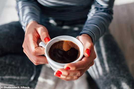 Cà phê tốt cho tim nếu uống vừa phải nhưng bắt đầu gây hại nếu uống trên 6 tách/ngày - ảnh minh họa từ SHUTTERSTOCK