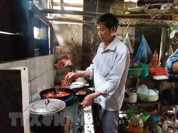 Gia đình ông Vũ Văn Thính, thôn Thái Vôi, xã Xuân Quang, huyện Bảo Thắng, tỉnh Lào Cai, sử dụng biogas để đun nấu và thắp sáng thay thế nhiên liệu khác. (Ảnh: Hương Thu/TTXVN)