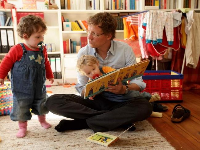 Những trục trặc không thể tránh khỏi do tuổi tác tích tụ trong cơ thể người cha cũng có thể ảnh hưởng đến sức khỏe của con cái – Ảnh: Getty Images