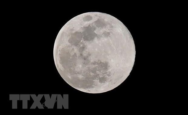 Mặt trăng nhìn từ Los Angeles, Mỹ, ngày 20/3/2019. (Ảnh: AFP/ TTXVN)