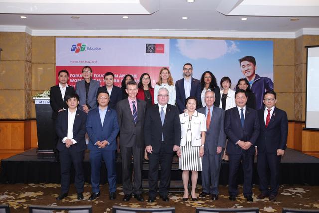 Các thành viên tham gia hội thảo chia sẻ kinh nghiệm đào tạo nhân lực công nghệ ngày 14/5