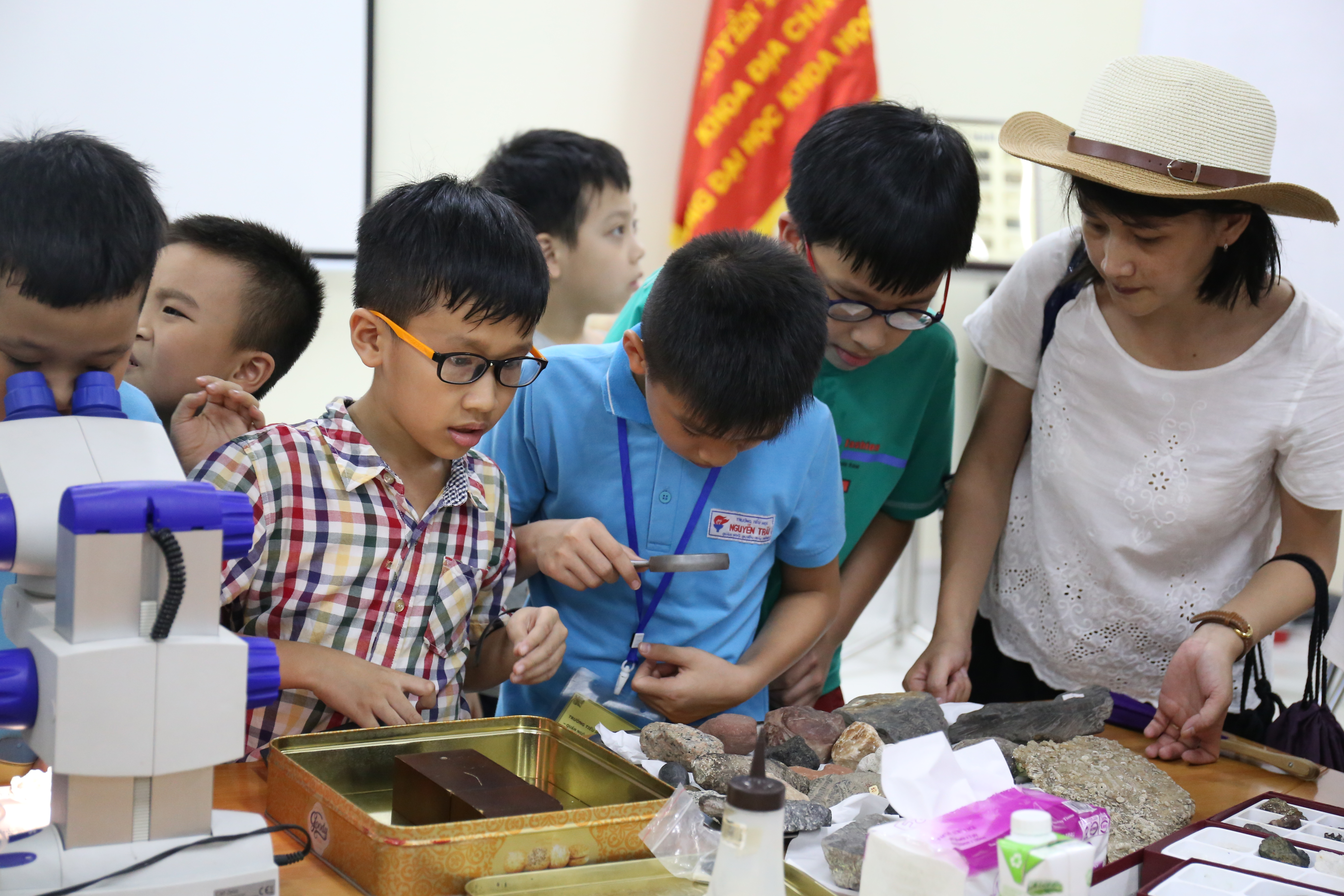 LabTour tham quan bảo tàng địa chất, trường ĐH Khoa học tự nhiên, ĐHQGHN | Ảnh: Ngô Hà