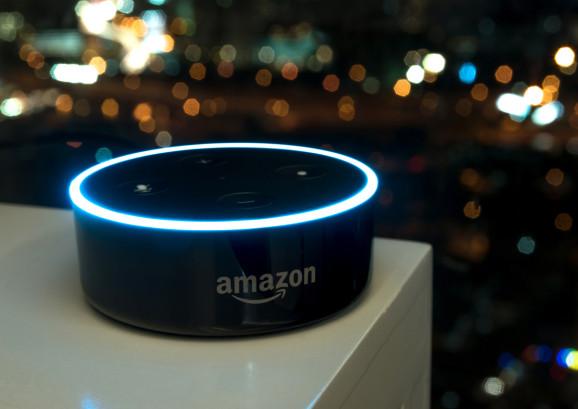 Amazon đang đầu đổ rất nhiều tiền bạc cho các chương trình phát triển AI và robot. Ảnh: Shutterstock.