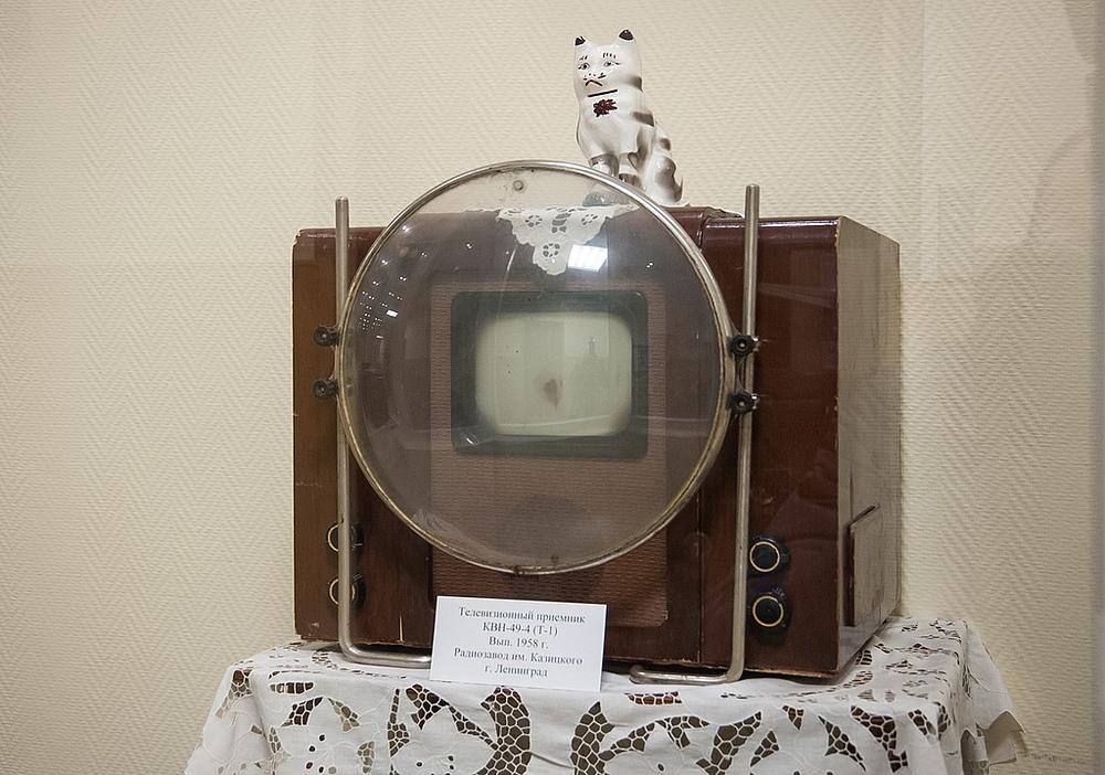KVN-49, chiếc TV đen trắng với kính lúp phóng to phổ biến trong thập niên 1950 ở Liên Xô. Ảnh: Shutterstock.