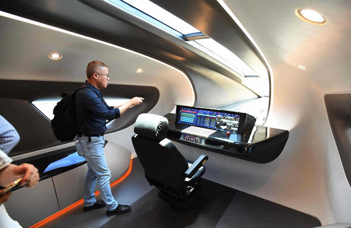 Bên trong nguyên mẫu tàu cao tốc chạy trên đệm từ trường (maglev) mà Công ty đường sắt Trung Quốc tuyên bố có thể đạt vận tốc 600 km/h. Ảnh: Xinhua.