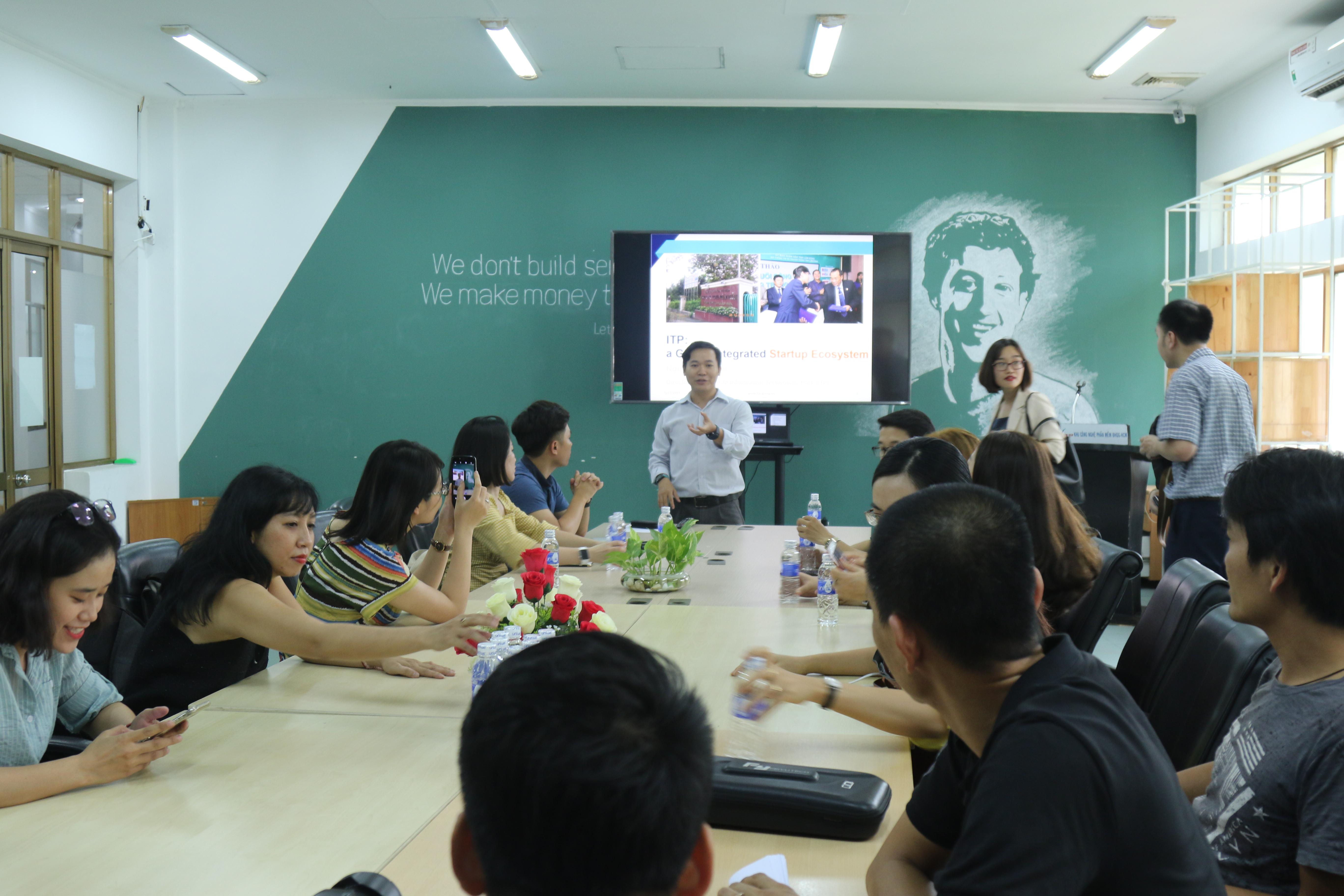 Trao đổi với các nhà báo về hệ sinh thái khởi nghiệp tại Khu công nghệ phần mềm ĐHQG TPHCM (ITP) | Ảnh: BTC