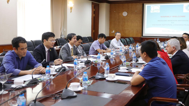 Giám đốc ĐHQGHN Nguyễn Kim Sơn đã có buổi tiếp và làm việc với Giám đốc Học viện Hàng không Moscow, Liên bang Nga (MAI) GS. Mikhail Pogosian.