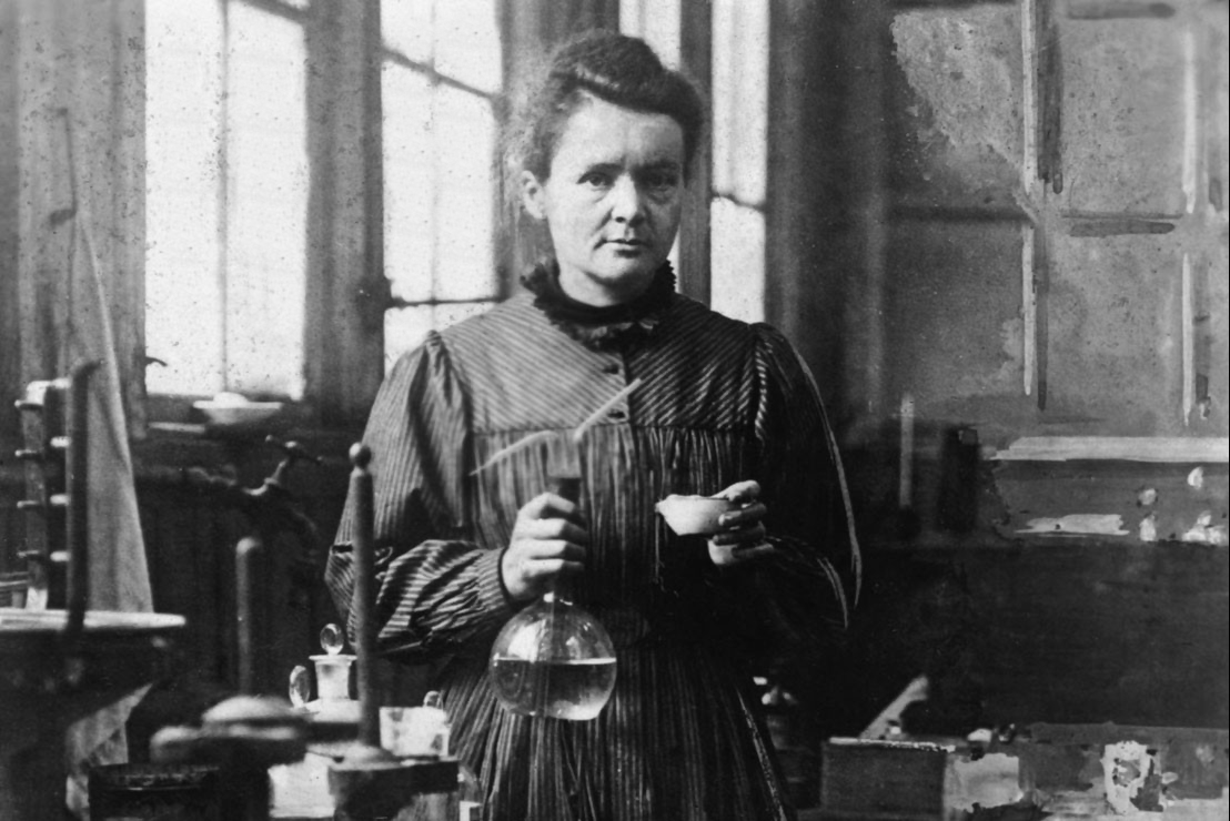 Bà Marie Curie trong phòng thí nghiệm. Ảnh: History