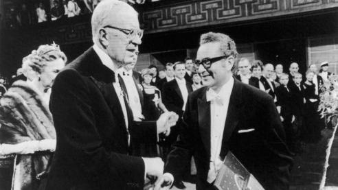 Murray Gell-Mann nhận giải thưởng Nobel năm 1969.