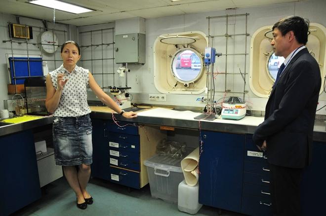 Các nhà khoa học Nga và Việt Nam thực hiện nghiên cứu chung về hóa sinh biển.Nguồn: VAST
