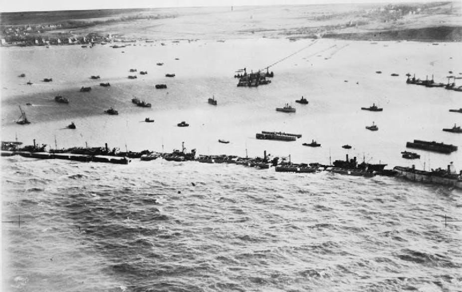 Cảng nổi Mulberry do quân Đồng Minh xây dựng trên eo biển Manche để chuẩn bị đổ bộ lên Normandie. Ảnh: Không lực Hoàng gia Anh.