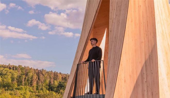 Độc đáo tòa tháp hình xoắn ốc được làm từ gỗ đầu tiên trên thế giới, không cong vênh, bền chắc không kém bê tông - Ảnh 10.