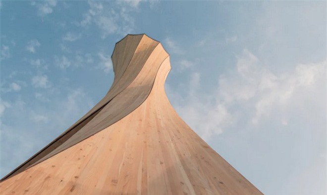 Độc đáo tòa tháp hình xoắn ốc được làm từ gỗ đầu tiên trên thế giới, không cong vênh, bền chắc không kém bê tông - Ảnh 4.