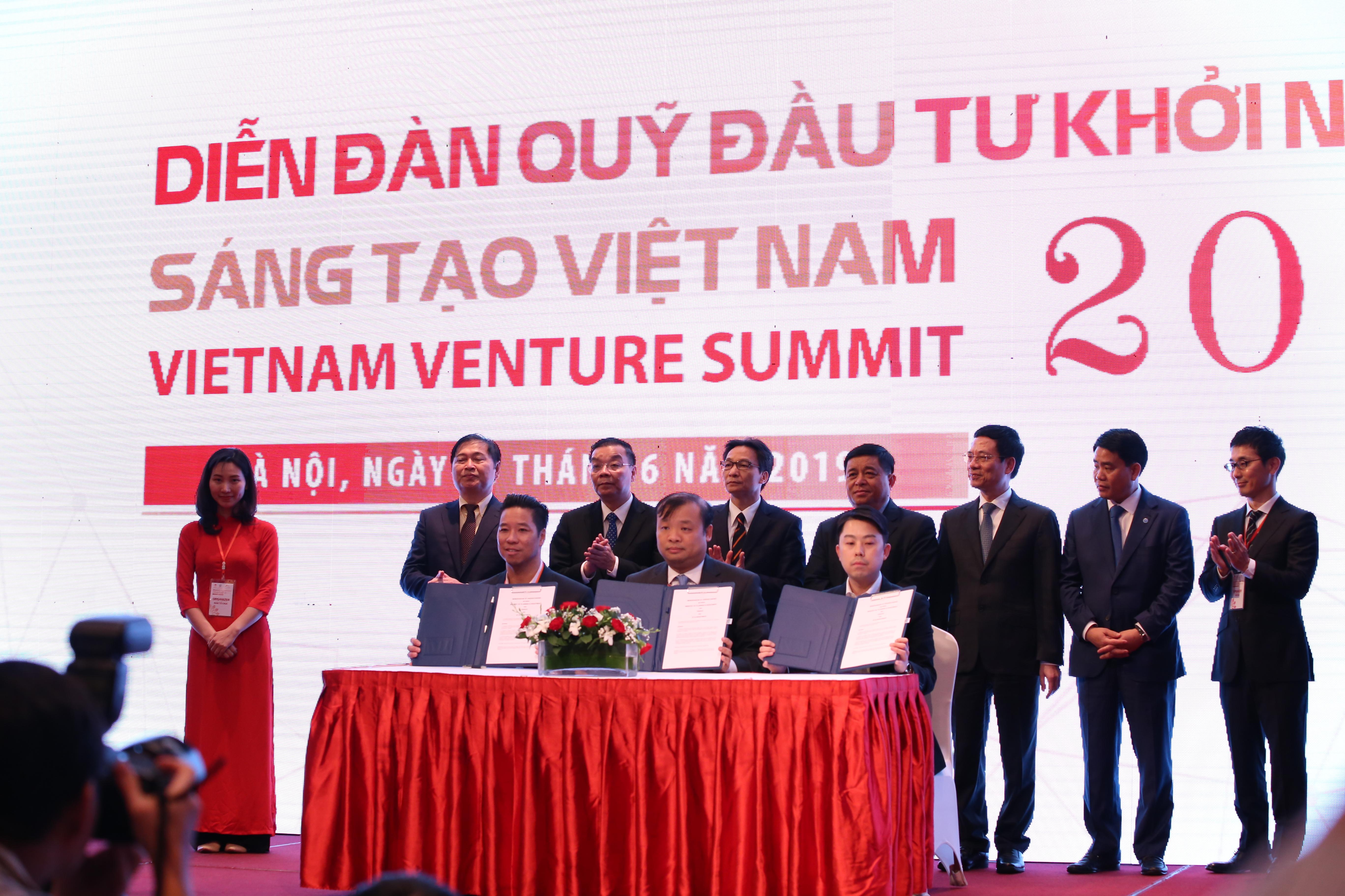Lễ ký kết hợp tác của Bộ KH&ĐT với các quỹ ngoại. Ảnh: Ngô Hà/KHPT