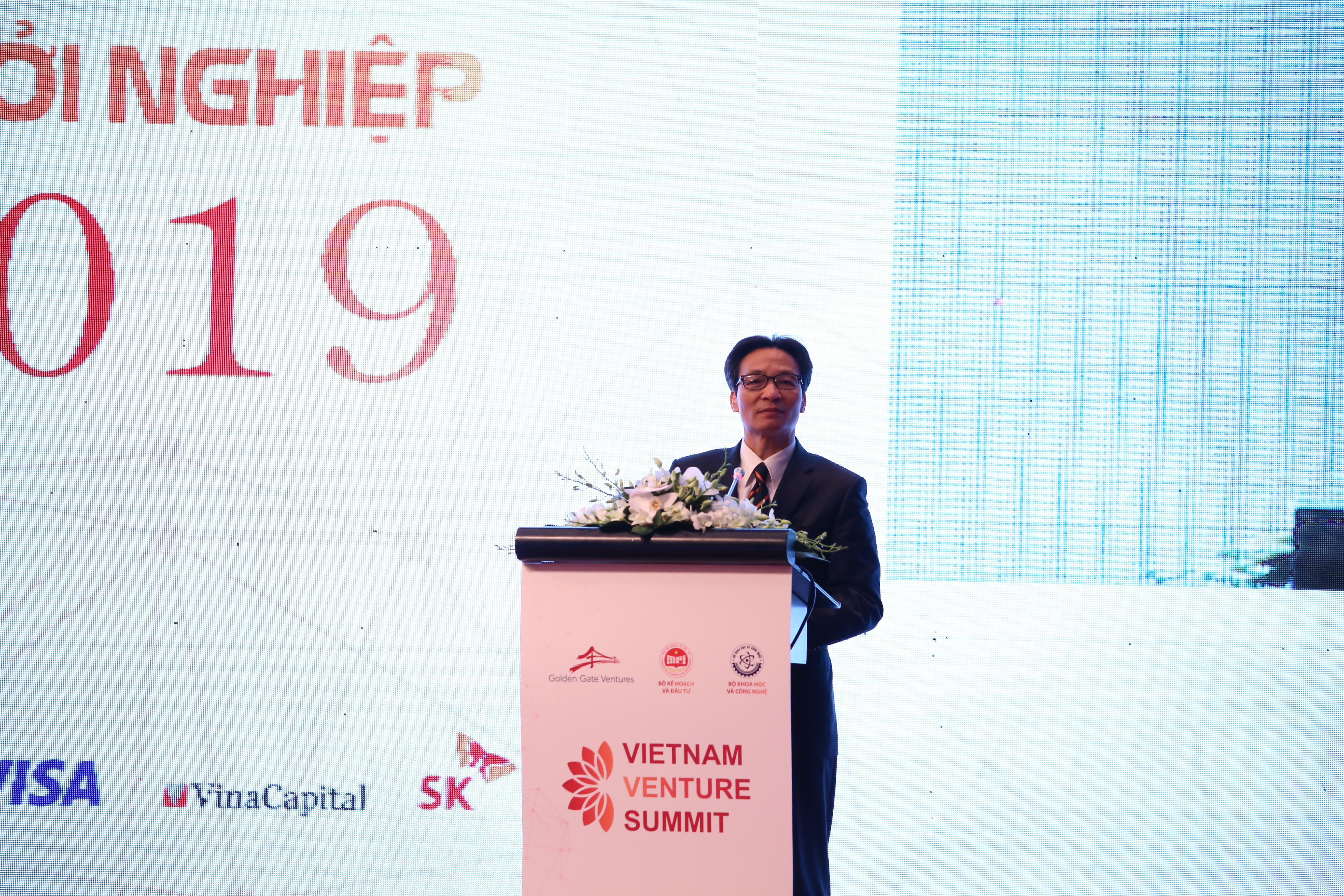 Phó Thủ tướng Vũ Đức Đam nhấn mạnh cần phải duy trì và làm tốt hơn việc tạo môi trường hỗ trợ hệ sinh thái khởi nghiệp tại Hội thảo Vietnam Venture Summit 2019. Ảnh: Ngô Hà/KHPT