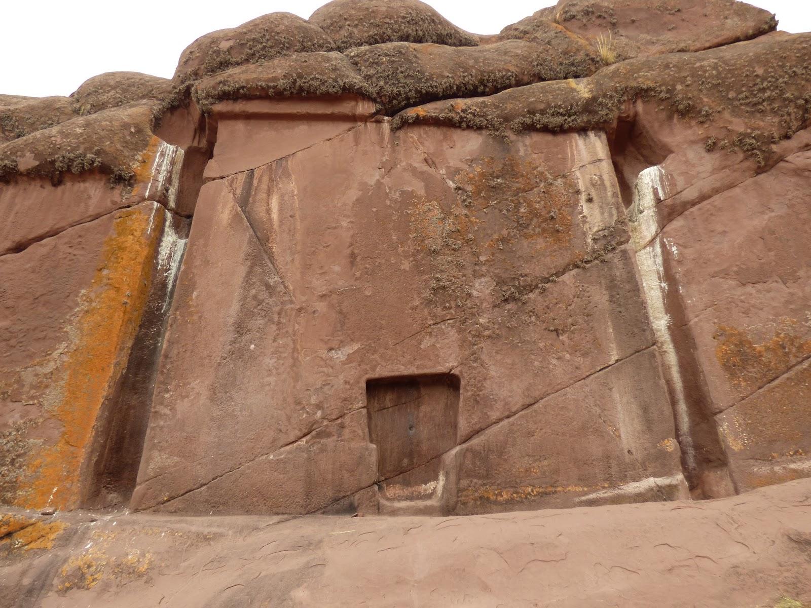 Cổng thần ở Peru. Ảnh: Alamy