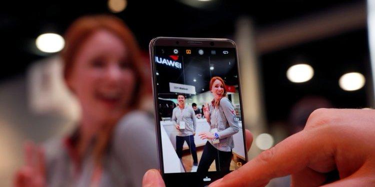 Với nguy cơ rò rỉ dữ liệu cùng khả năng trở thành công cụ gián điệp, các sản phẩm điện thoại của Huawei đến từ Trung Quốc ngày càng mất điểm trên đất khách.