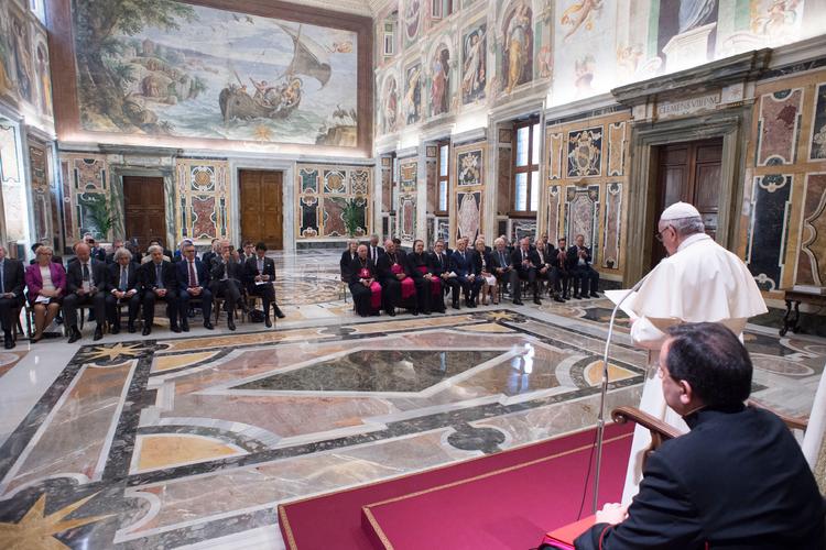 Đức Giáo hoàng Francis trong cuộc gặp với các lãnh đạo ngành năng lượng tại Vatican. Ảnh: Vatican Media.