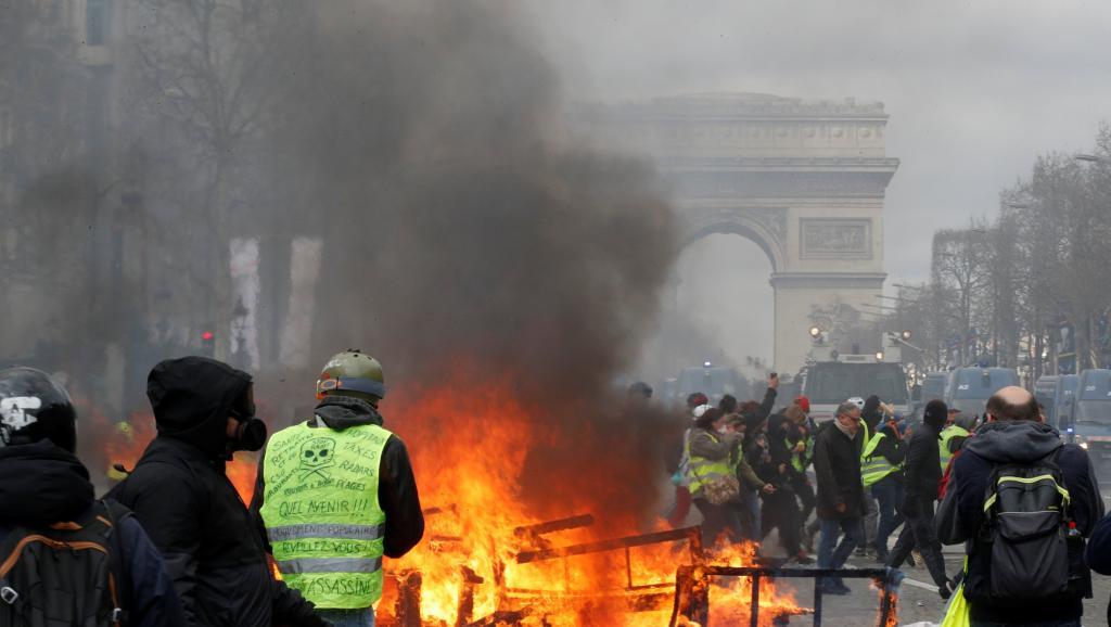 Cảnh tượng trên đại lộ Champs-Elysées trong cuộc biểu tình của phóng trào Áo Vàng ngày 16/03/2019 | Ảnh: Reuter