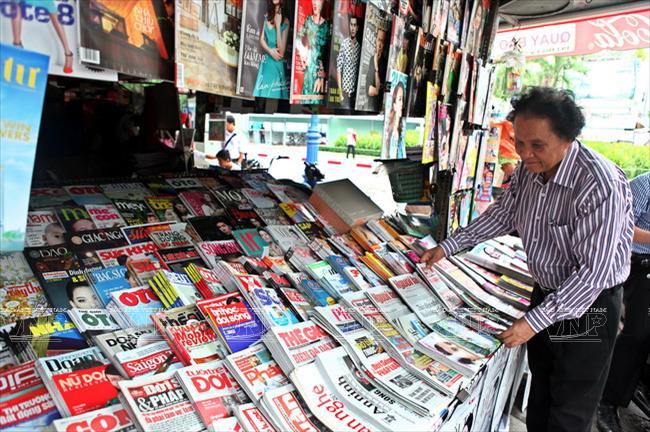 Ở những sạp báo ở Hà Nội không thấy bán các tạp chí, báo khoa học.