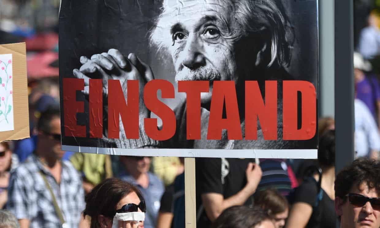 Hàng ngàn người biểu tình tuần hành tại Budapest vào ngày 2/6/2019 để phản đối kế hoạch của Chính phủ Hungary đối với Viện Hàn lâm Khoa học.