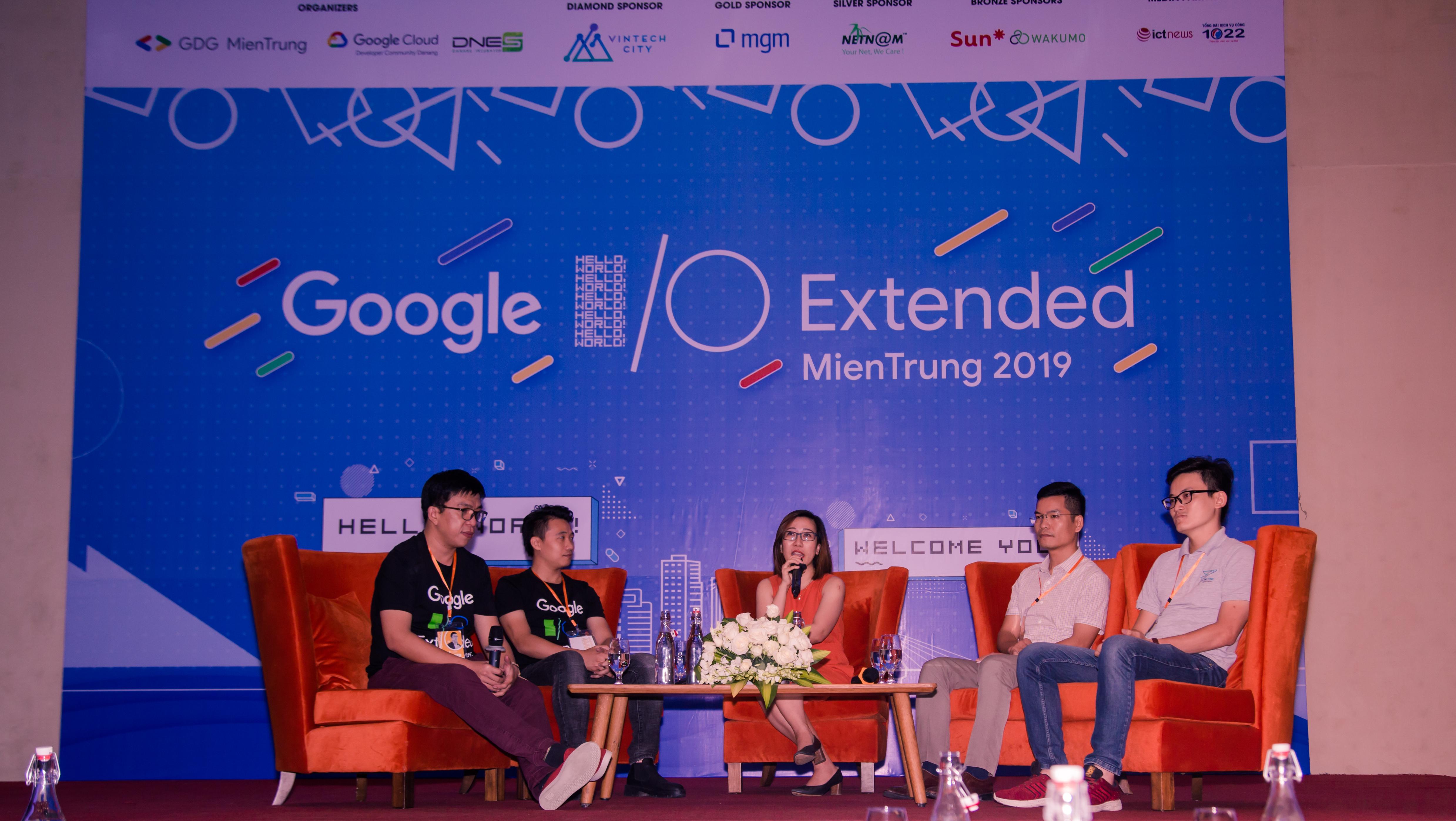 Các diễn giả tại phiên thảo luận về nhân tài công nghệ miền Trung. Ảnh: BTC.