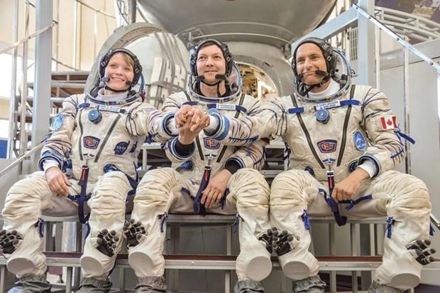 3 phi hành gia Oleg Kononenko người Nga (ở giữa), Anne McClain (trái) thuộc NASA và David Saint-Jacques thuộc Cơ quan Hàng không vũ trụ Canada. (Nguồn: NASA)