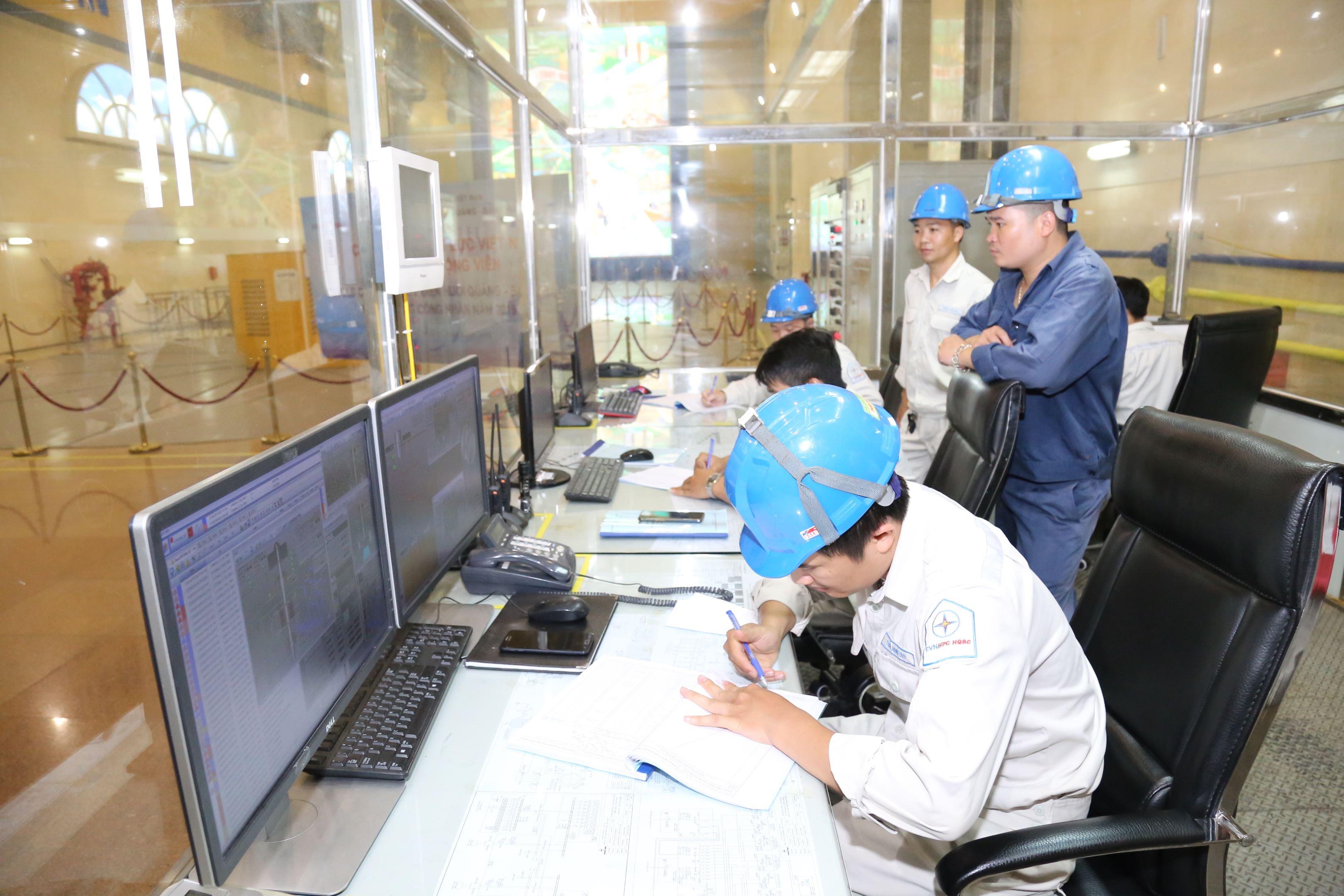 Phòng điều hành nhà máy thủy điện Lai Châu. Nguồn: Báo Lao động