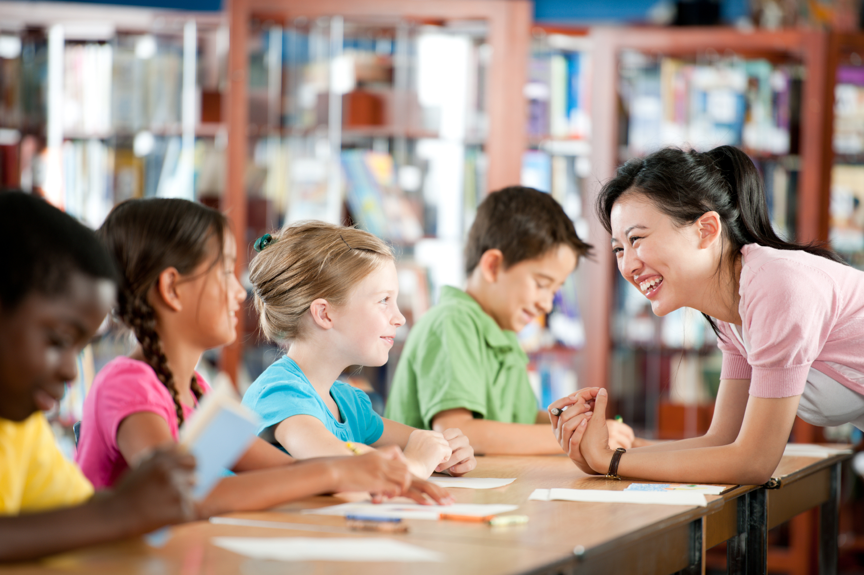 """Một trong những môn học chính khóa của hệ thống trường Đan Mạch là """"Klassens tid"""". Môn này dạy các em giúp đỡ bạn bè và chỉ cạnh tranh với chính mình. Trường Việt Nam có dạy học sinh phát triển khả năng thấu cảm, một môn quan trọng ngang ngửa toán hay không?"""