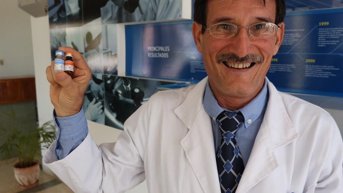 Một nhà nghiên cứu của Cuba vui mừng trước việc sản xuất thành công một loại  vaccine mới.