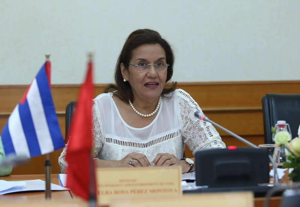 Bộ trưởng Bộ KH&CN và Môi trường Cuba Elba Rosa Pérez Montoya tại tọa đàm.