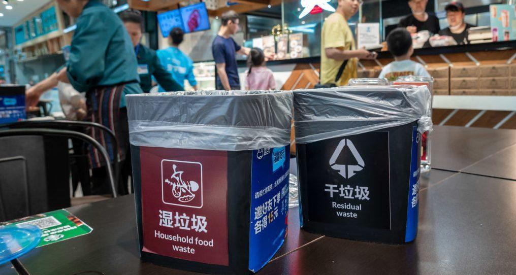 Việc phân loại rác ở Trung Quốc đang dần trở thành điểm nóng